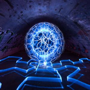 Plexy Tube White-Light-Painting-Paradise